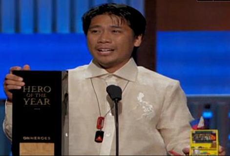 Peñaflorida receives the 2009 CNN Hero of the Year award Saturday night in Hollywood